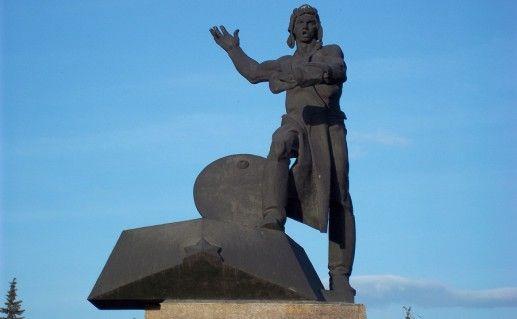 фото памятника добровольцам-танкистам в Челябинске