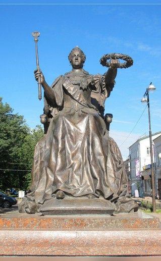 фотография вышневолоцкого памятника Екатерине II