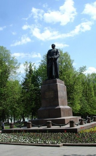 фотография памятника Гуртьеву в Орле