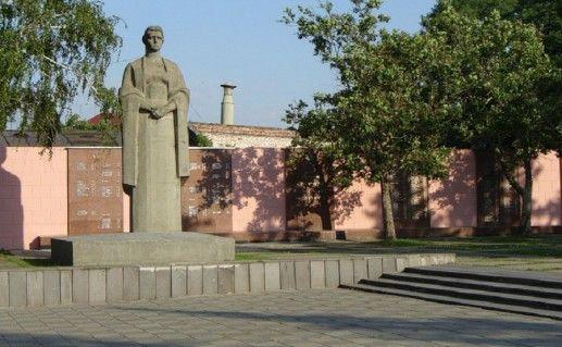 фотография памятника Кубанцам погибшим за родину в Краснодаре