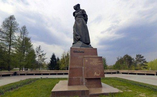фотография челябинского памятника Орленок в Челябинске