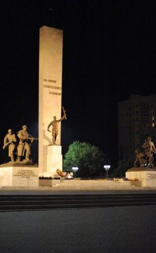 фотография памятника освободителям Брянска