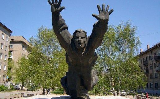 памятник Паникахе в Волгограде фото