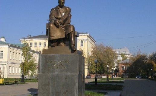 фотография памятника Попову в Екатеринбурге