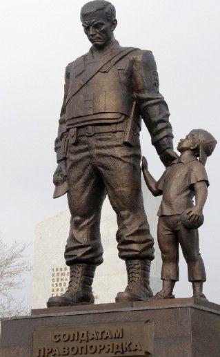 фото памятника Солдаты порядка в Челябинске