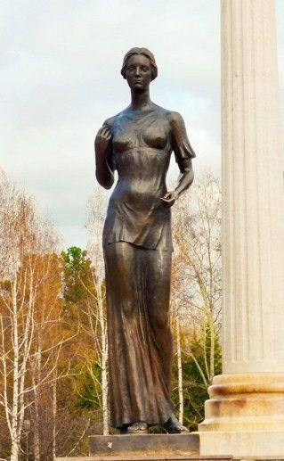 фото памятника студенчеству в Томске