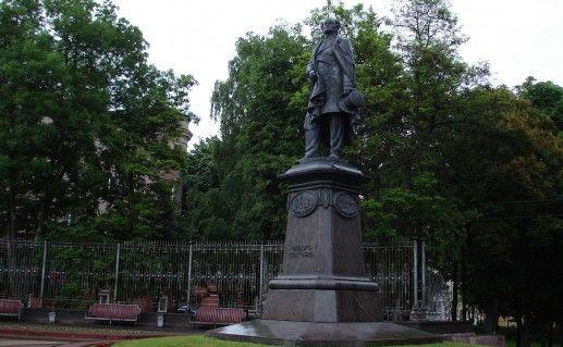фото памятника Тютчеву в Брянске