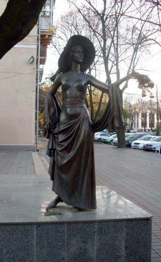 фотография памятника Вере Холодной в Одессе