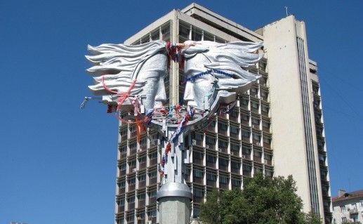 саратовский памятник влюбленным фотография