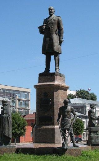 фото памятника Столыпину в Саратове
