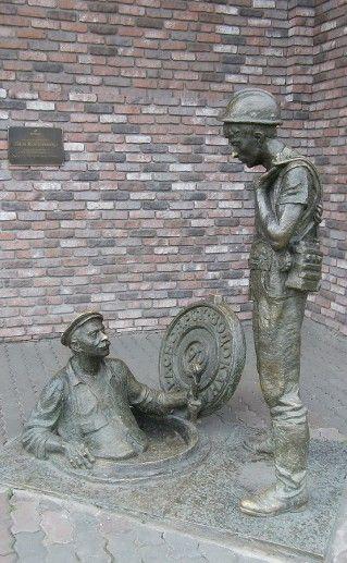 фотография памятника Дядя Яша и стажер
