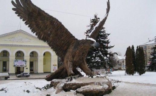 фотография скульптуры орла в Орле