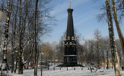 фотография вида издали на памятник защитникам Смоленска