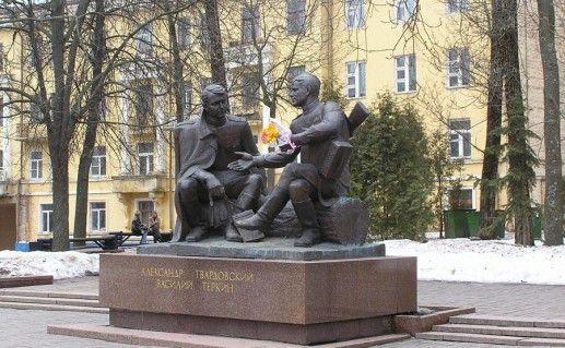 фото памятника Твардовскому и Теркину в Смоленске