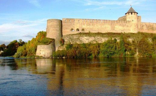 фотография вида на Ивангородскую крепость