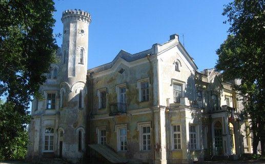 фотография вида сбоку на Львовский дворец в Стрельне