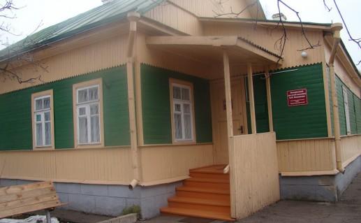 вход в дом-музей Виноградова в Великих Луках фото