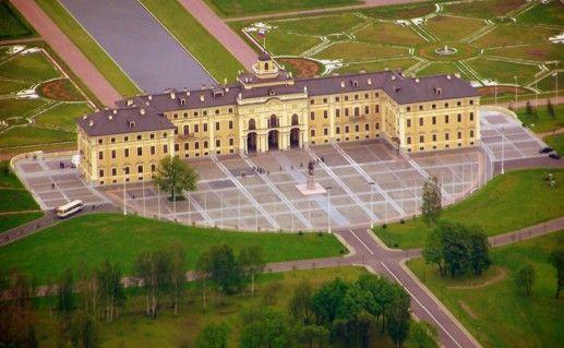 фотография вида сверху на дворец в Стрельне