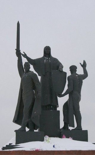 фото вида вблизи на пермский памятник героям тыла и фронта