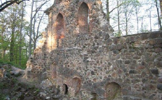 фото стены Кримулдского замка в Сигулде