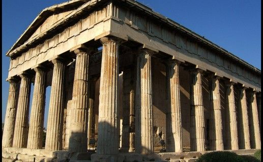 вид сбоку на храм Гефеста в Греции
