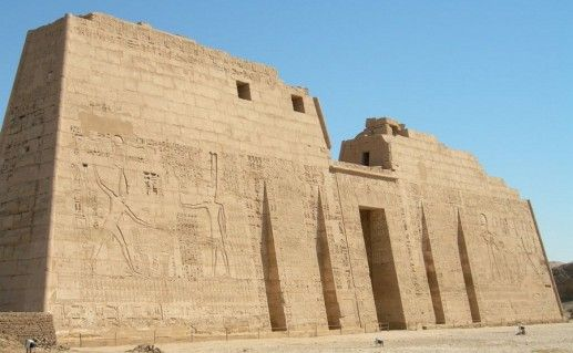 фото древнеегипетского храма Мединет Хабу