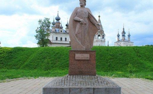 фотография памятника Юрию Долгорукому в Юрьев-Польском