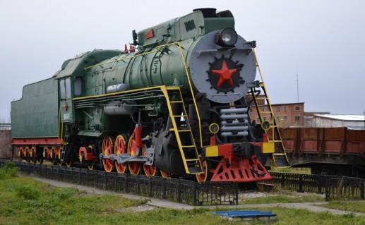 фото памятника железнодорожникам в Печоре