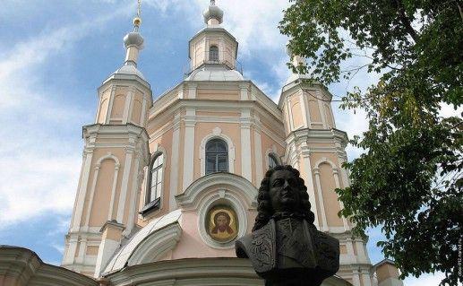 вид вблизи на Андреевский собор в Санкт-Петербурге фотография