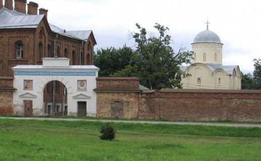 фотография Староладожского Успенского монастыря в Ленинградской области