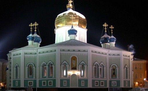 фотография ночного вида Свято-Симеоновского собора в Челябинске
