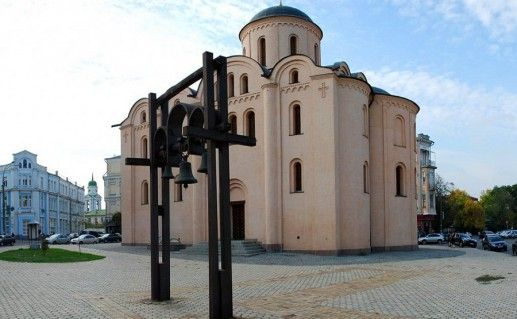 фото Успенской церкви Богородицы Пирогощей в Киеве