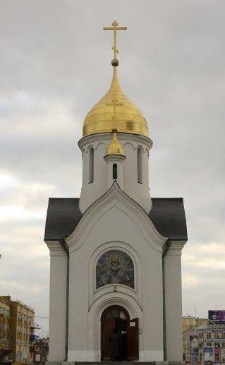 фотография входа в Часовню Святого Николая в Новосибирске