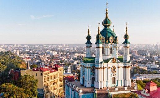 вид на киевскую Андреевскую церковь в Киеве фотография
