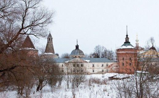 вид на Николо-Пешношский монастырь в Димитрове фото