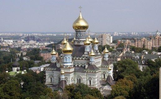 вид на Никольский храм в Киеве фото