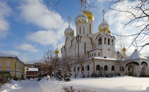фото вида на Зачатьевский монастырь в Москве