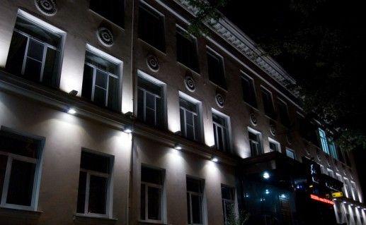 ночной вид Кубанского государственного технологического университета фотография