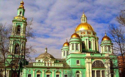 вид на подмосковный Елоховский собор фотография