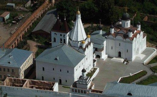 вид сверху на Введенский Владычный монастырь фото