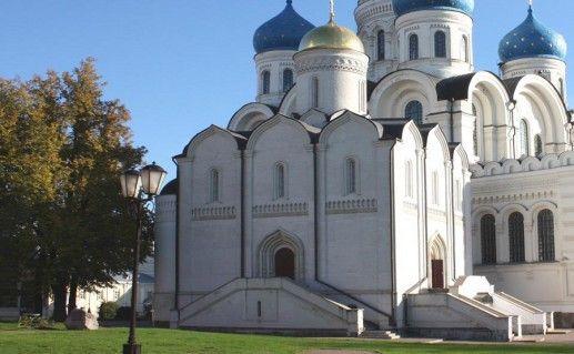 фотография вида вблизи на Николо-Угрешский монастырь в Подмосковье