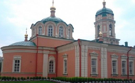 вид вблизи на тюменский Ильинский монастырь фото