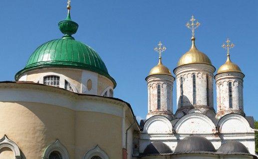 вид вблизи на Спасо-Преображенский собор Ярославля фотография