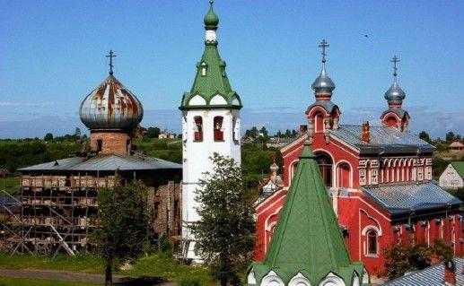фото вида вблизи на Староладожский Никольский монастырь Ленинградской области