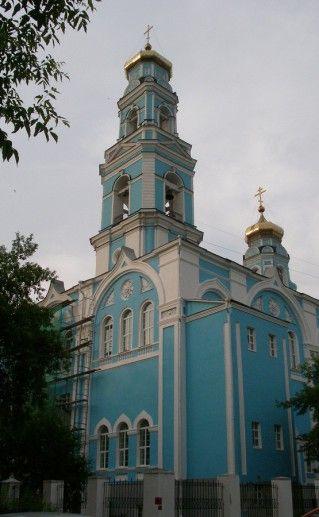 вид вблизи на Вознесенскую церковь в Екатеринбурге фотография