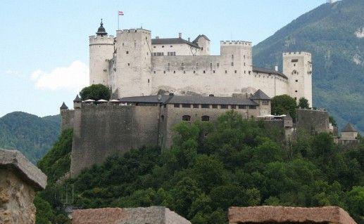 австрийский замок Хоэнзальцбург фотография