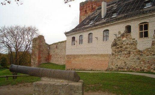 фотография латвийского Бауского замка