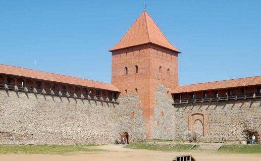 фото Лидского замка в Белоруссии