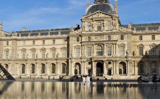 Лувр во Франции фотография
