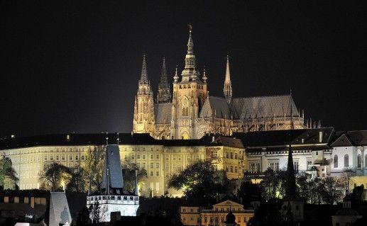 фото ночного вида на Пражский град